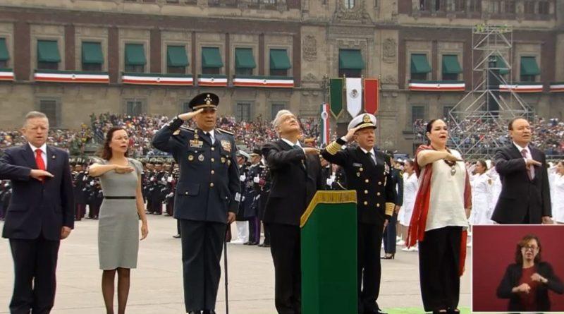 AMLO encabeza su primer desfile militar del 16 de septiembre